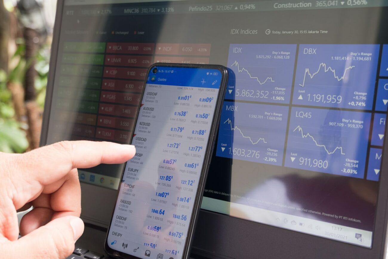 Crypto Price Analysis laptop