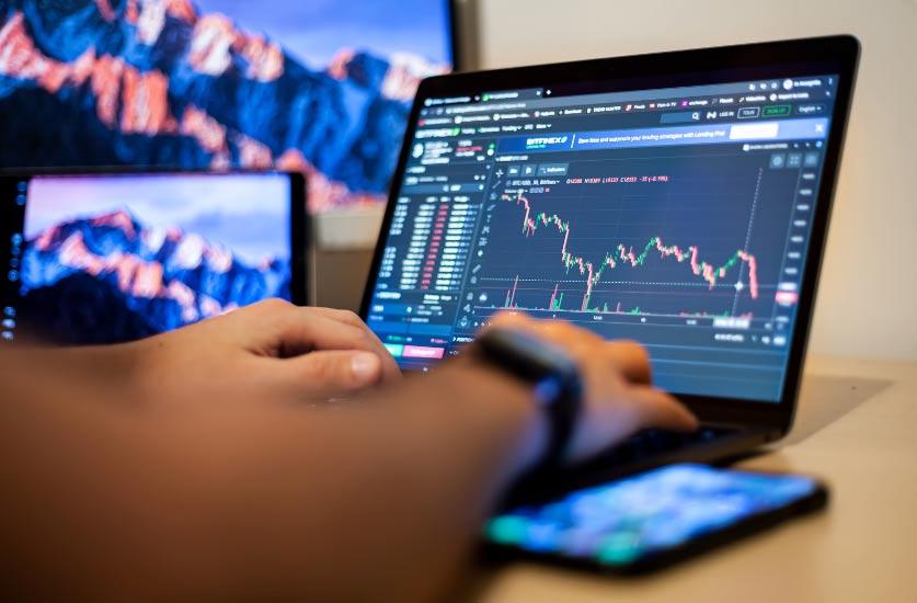 crypto-Technical-Analysis-laptop