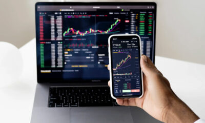 cryptocurrency-charts-laptop